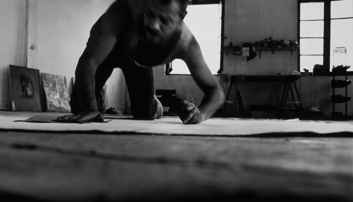 Image Denis Godefroy qui travaille sur une création